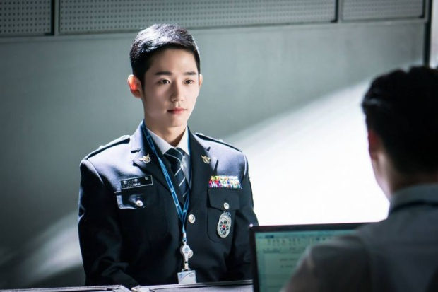 Jung Hae In trong phim While You Were Sleeping (Khi nàng say giấc)