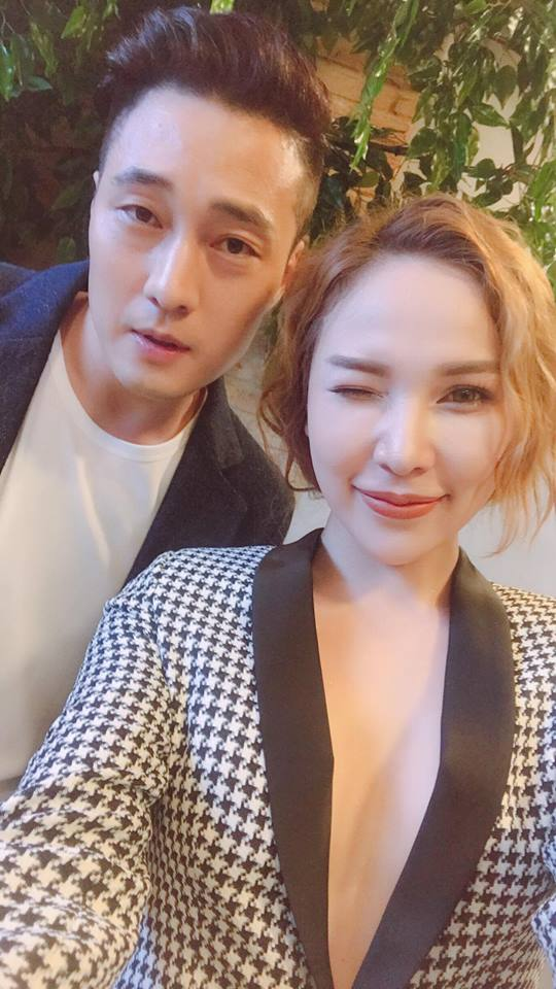 Người đẹp Quỳnh Như may mắn được chụp ảnh cùng So Ji Sub. Ảnh: Facebook nhân vật
