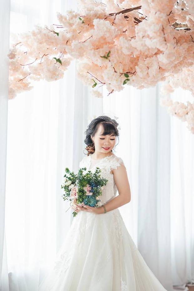 Cô dâu SN 1992 xinh đẹp trong bộ áo cưới.