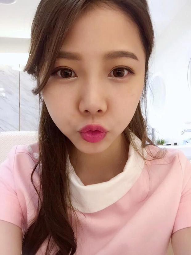 Ning Chen, 23 tuổi, được nhiều người ưu ái gọi là nữ y tá nha khoa quyến rũ nhất thế giới. Khi khoác lên mình bộ đồng phục màu hồng xinh xắn của phòng khám, các bệnh nhân nam đều cố gắng vây quanh nhằm thu hút sự chú ý của cô.