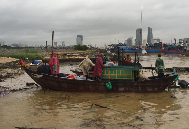 Thi thể nam thanh niên nhảy cầu Thuận Phước được tìm thấy sau 2 ngày mất tích.