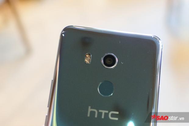 Rất tiếc, HTC U11 Plus không có cụm camera kép như nhiều smartphone cao cấp như hiện nay. Dù vậy, chất lượng ảnh chụp vẫn được đánh giá là khá tốt.