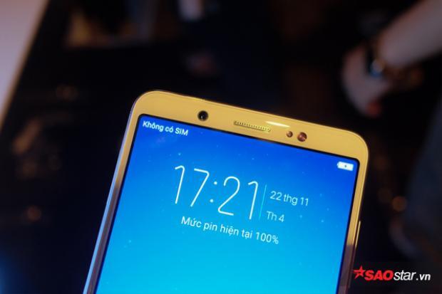 Vivo V7 chạy hệ điều hành Android 7.1 cùng giao diện độc quyền Funtouch 3.2 với một số tính năng khá thú vị như Face Beauty 7.0 hỗ trợ chụp ảnh selfie.