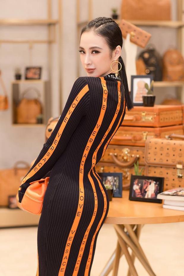 Trong một sự kiện gần đây, Trinh không mặc hở nhưng lại diện chiếc ôm sát khoe toàn bộ đường cong tuyệt đẹp của cơ thể.