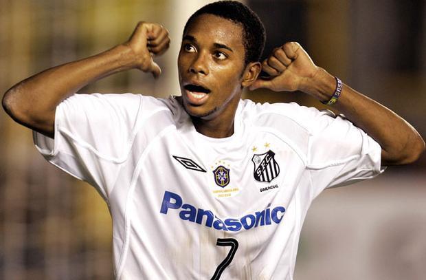 Robinho bắt đầu nổi danh từ khi còn khoác áo Santos.