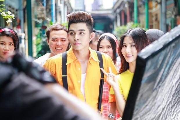 Thời gian thực hiện MV cũng là một thách thức không hề nhỏ với nam ca sĩ. Vì ekip ở Hà Nội nên mọi công đoạn chuẩn bị quay dựng đều phải dựa trên kế hoạch thật sát sao, nếu không kinh phí sẽ đội lên.