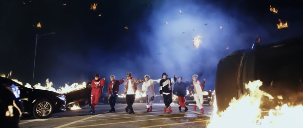 Hậu AMAs, BTS tung MV 'ngầu bá cháy' cùng DJ và rapper người Mỹ