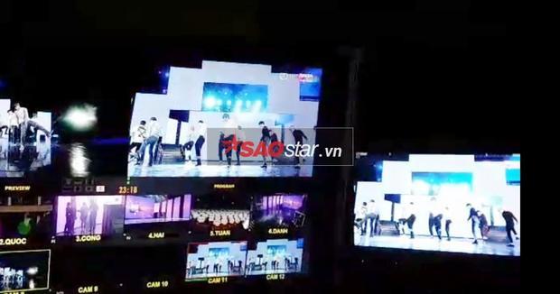 Clip độc quyền: Màn tổng duyệt giữa đêm khuya của Wanna One tại nhà hát Hoà Bình
