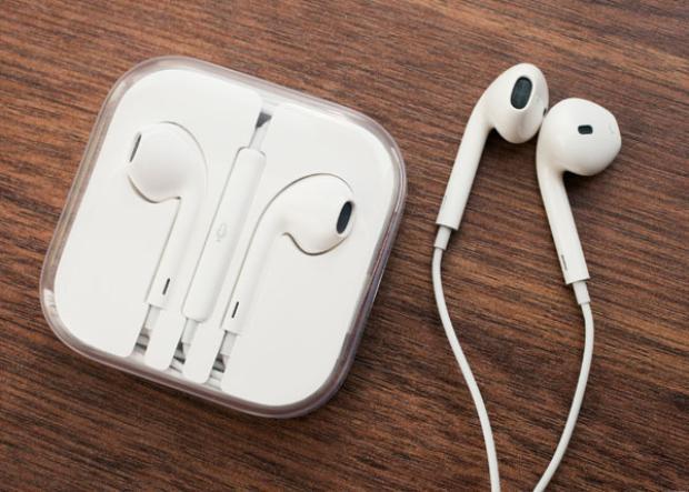 Tai nghe nhạc luôn được đánh dấu cụ thể tai dành cho tai trái và tai phải.