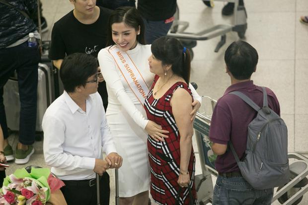 Vì lần đầu đi thi nên mẹ Khánh Phương khá lo lắng cho tình hình sức khỏe của con gái.
