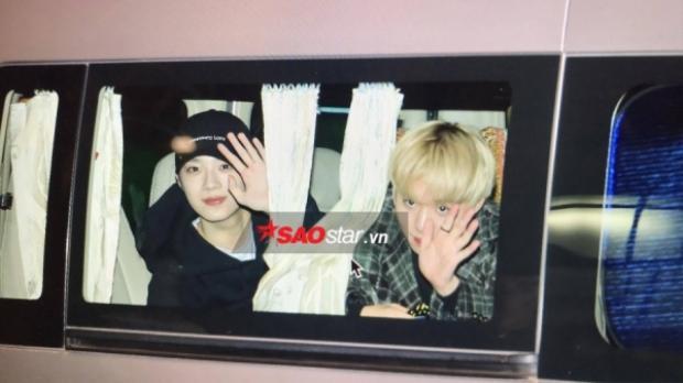 Wanna One đã đáp chuyến bay tới Việt Nam vào tối 24/11.