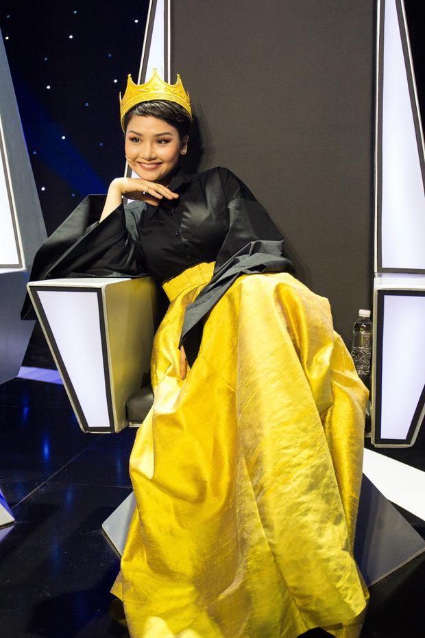 Miu Lê đáp trả Dương Cầm: Anh không xem tôi là ca sĩ thì tuỳ, còn tôi Google tên anh ra toàn ảnh piano
