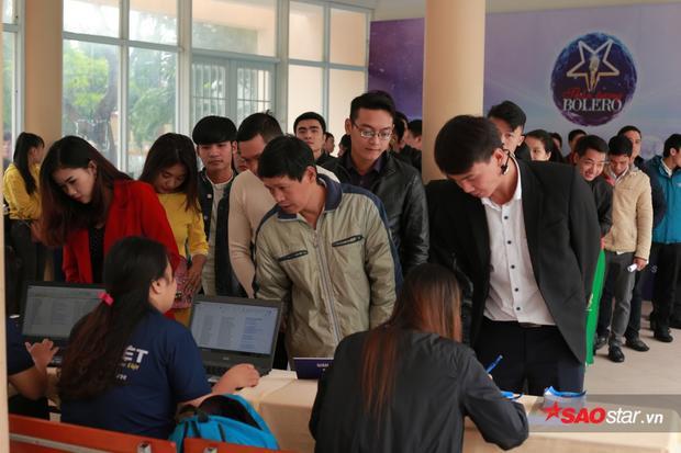 Đồng thời giải đáp mọi thắc mắc của thí sinh trong phần đăng ký hồ sơ dự tuyển.