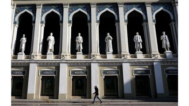 Baku: Phía Đông giao thoa phía Tây tại thủ đô của Azerbaijan, nơi những căn hộ của Liên Xô chen vai với những tòa nhà chọc trời hiện đại lấp lánh.