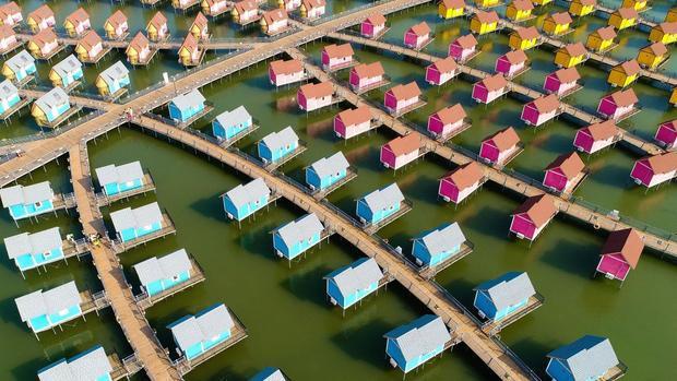 Lạc Đình, Trung Quốc: Các cabin kiểu Hà Lan tại khu nghỉ mát đảo Yue Tuo ở phía đông bắc Trung Quốc.
