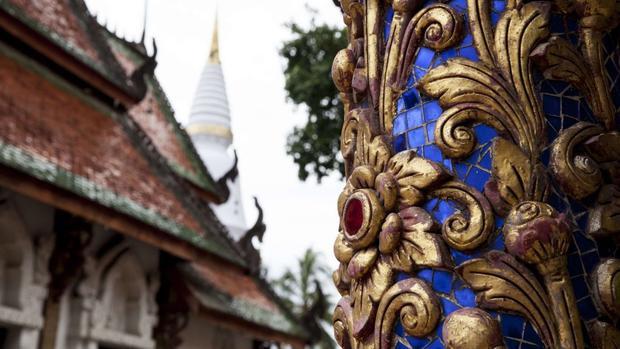 Lampang, Thái Lan: Chùa Wat Pratu Pong của Lampang vào thế kỷ 16 là một ví dụ điển hình về phong cách kiến trúc Lanna. Vương quốc Lanna trị vì miền bắc Thái Lan từ thế kỷ 13-18.