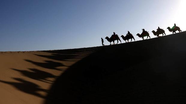 Đôn Hoàng, Trung Quốc: thuộc tỉnh Cam Túc của Tây Bắc Trung Quốc, nơi đây nổi tiếng về vẻ đẹp của cồn cát Singing, đồi Mingsha và nhiều danh lam thắng cảnh khác.
