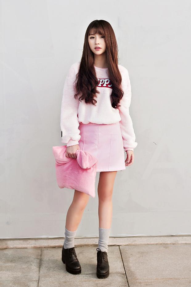 Tuy nhiên, công chúng cũng đừng qúa thất vọng vì trong số những tên tuổi 9X vẫn còn những cô nàng biết cách ăn mặc trẻ trung, phù hợp độ tuổi. Quỳnh Anh Shyn là một ví dụ điển hình.