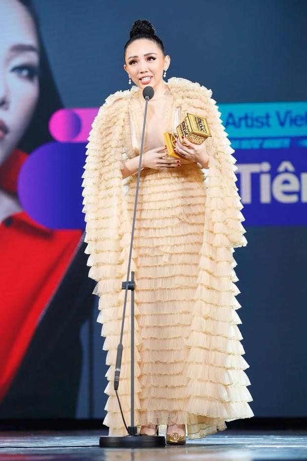 Tóc Tiên cho biết cô rất bất ngờ và hạnh phúc khi nhận được giải thưởng Nghệ sĩ châu Á xuất sắc nhất Việt NamởMAMA 2017.