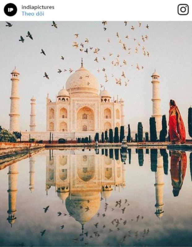 Sự uy nghi của lăng mộ bằng đá cẩm thạch ở bờ nam sông Yamuna ở thành phố Agra của Ấn Độ là không thể phủ nhận.