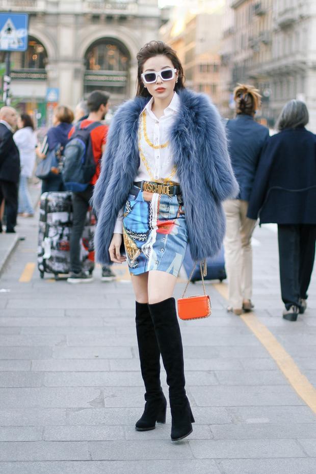 Hồi cuối tháng 9, Hoa hậu Việt Nam 2014 cũng diện chân váy mini vô cùng nổi bật đến tham dự Milan Fashion Week 2018.