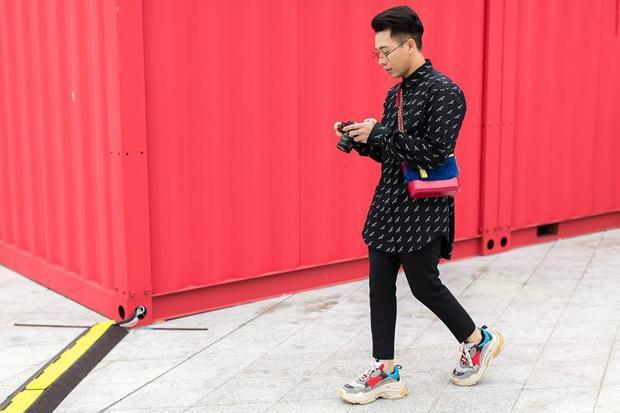 Đôi giầy này cũng rất được lòng những stylist hàng đầu của Việt Nam hiện nay như Hoàng Ku.