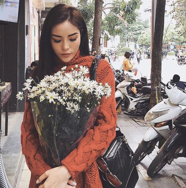 Duyên xinh đẹp và duyên dáng trên phố phường Hà Nội.