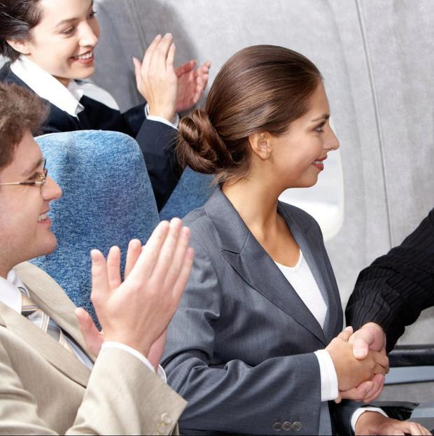 Sau khi hạ cánh, việctạo ra tiếng ồn sẽ khiến hành khách lấy lại kiểm soát.