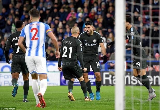 Tuy nhiên sau đó Aguero đem về bàn quân bình tỷ số cho Man City trên chấm 11m ở phút 47, tạo tiền đề cho cú ngược dòng ấn tượng của đội khách.