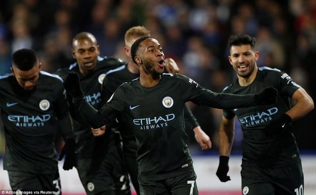 Nhờ pha lập công của Sterling, Man City ngược dòng thắng nghẹt thở Huddersfield Town dù bị dẫn trước trong hiệp 1. Đội bóng của Pep Guardiola cũng đã lập kỷ lục với 11 trận thắng liên tiếp trên sân khách ở mọi đấu trường.