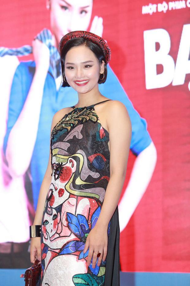 Ưu điểm trong bức ảnh này là phong cách trang điểm tươi trẻ giúp Miu Lê cực tươi tắn. Nhưng phần áo quần đã khiến cô nàng ít nhiều mất điểm. Váy yếm không hợp với những người có vai to đâu Miu Lê, mặc dù chiếc váy rất đẹp.