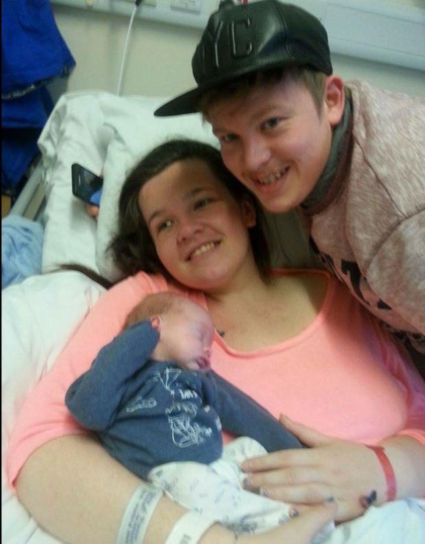 Shannon hôn mê sau 2 tuần sinh con trai là Nico.
