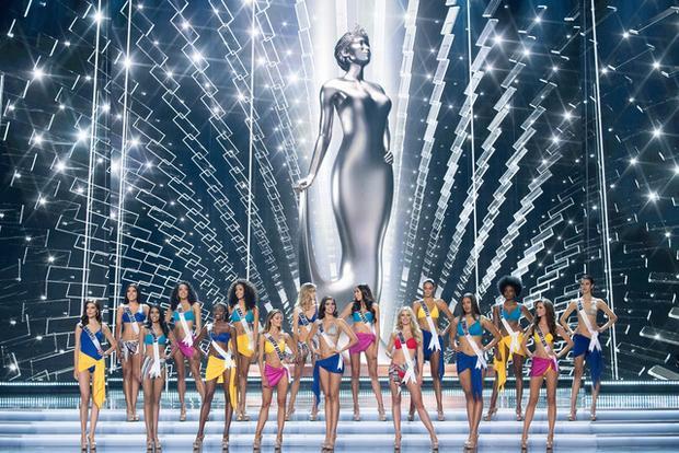 Diện những bộ bikini màu sắc, các thí sinh top 16 tự tin khoe thân hình săn chắc, đường cong nóng bỏng.