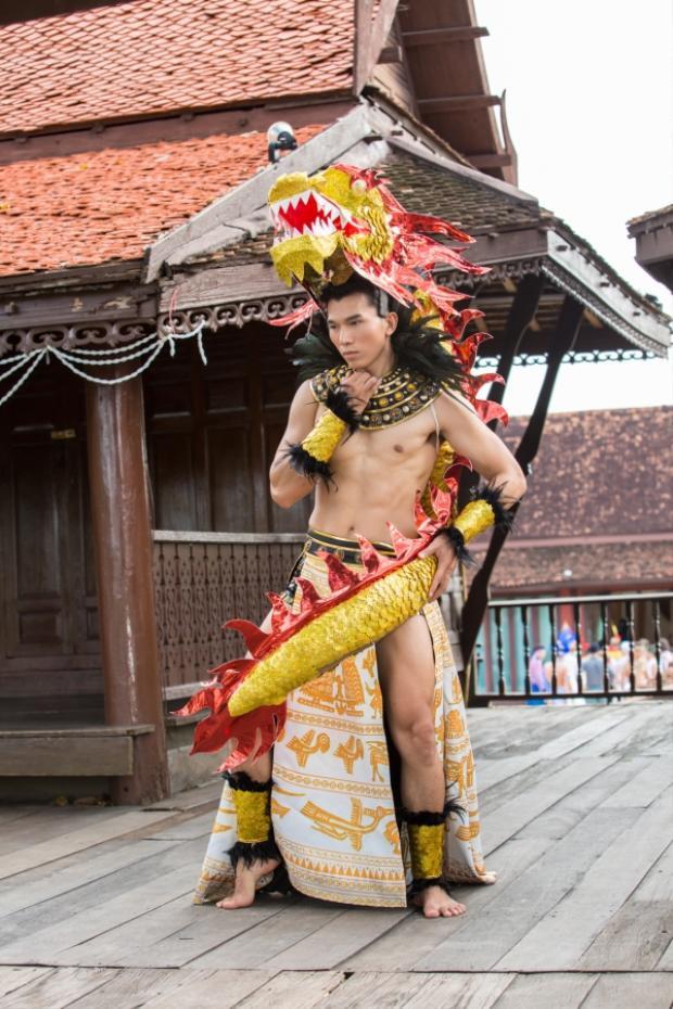 Ngọc Tình từng ghi điểm với truyền thông xứ sở chùa Vàng ở phần thi Trang phục dân tộc.