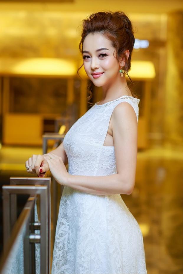 Từ trang phục, kiểu tóc đến cách make up đều được Á hậu Việt Nam tại Mỹ đầu tư chỉn chu đễ tạo nên vẻ ngoài hoàn hảo nhất mỗi khi xuất hiện trước công chúng.