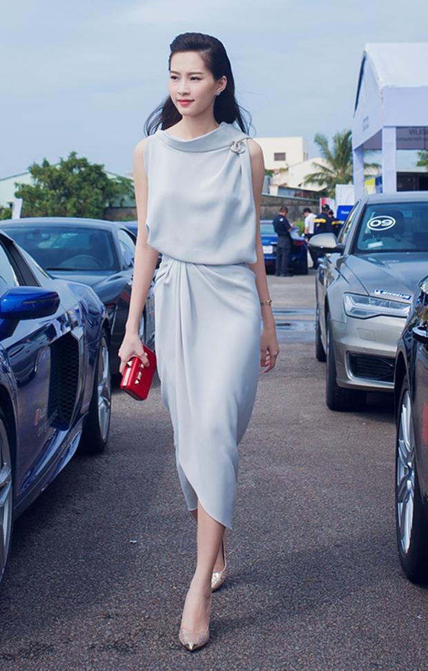 Góp mặt tại một sự kiện diễn ra tại Phú Quốc, Hoa hậu Việt Nam 2012 Đặng Thu Thảo thu hút mọi ánh nhìn khi diện váy màu xanh pastel, với đường nhấn ở eo đầy tinh tế, thanh lịch.