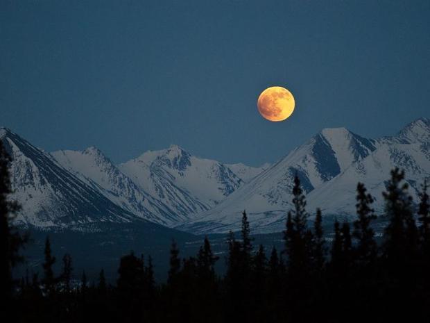 Vào những ngày đầu mùa đông, bầu trời đêm tại khu bảo tồn này trông như một bức tranh. Bầu trời rất trong và mặt trăng trông thật gần.