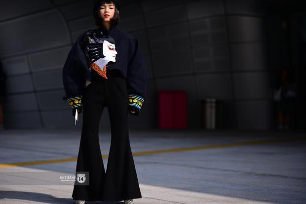 """Và tất nhiên mẫu quần này sẽ cùng Châu Bùi chinh chiến tại các kỳ fashion week. Cô nàng rất biết làm nổi bật vóc dáng của mình chỉ nhờ """"chiếc quần kéo chân"""" tài tình."""