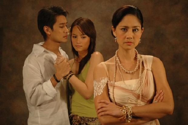 Năm 2006, Bee Namthip một lần nữa làm chao đảo màn ảnh nhỏ châu Á với vai diễn trong Khát vọng giàu sang. Đây cũng là lần tái hợp với nam diễn viên Pong Nawat sau 4 năm kể từ phim Dòng máu phượng hoàng.
