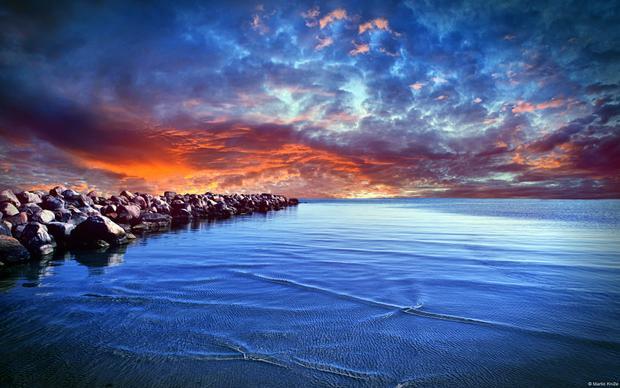 Biển Baltic xế chiều như một tuyệt tác kì diệu với những mảng màu kỳ công được vẽ nên dựa trên trí tưởng tượng của con người. Không ai có thể ngờ được lại có một cảnh sắc mê hoặc lòng người đến thế.