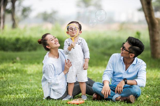 Gia đình hạnh phúc của Khánh Thi - Phan Hiển.