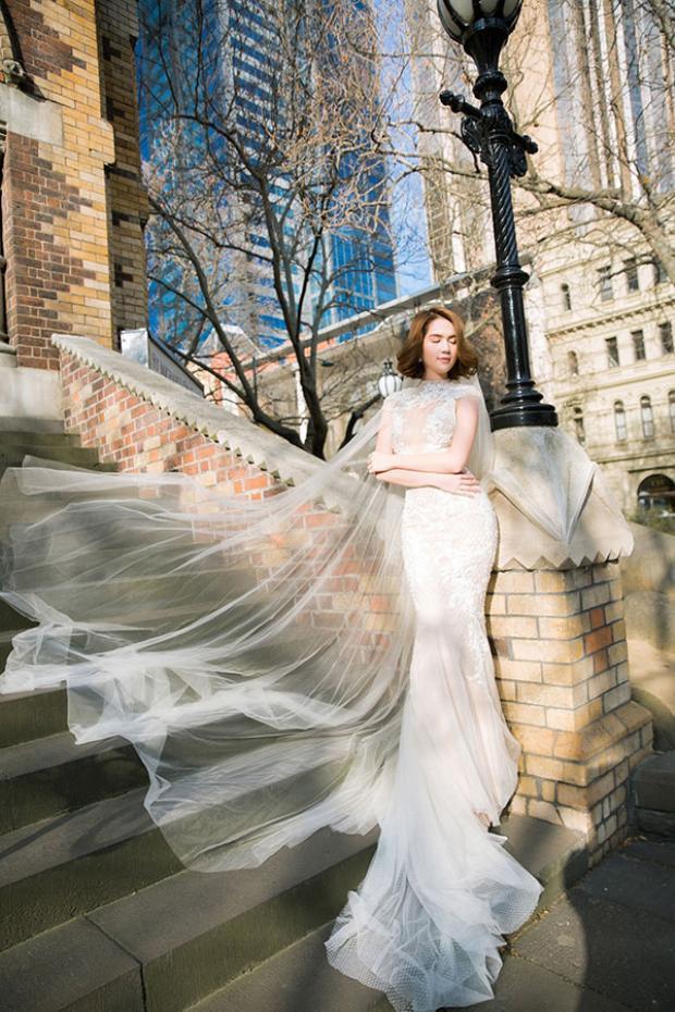 Bên cạnh Hà Hồ, Ngọc Trinh cũng là một trong số những mỹ nhân Vbiz xinh đẹp vô đối trong trang phục váy cưới.