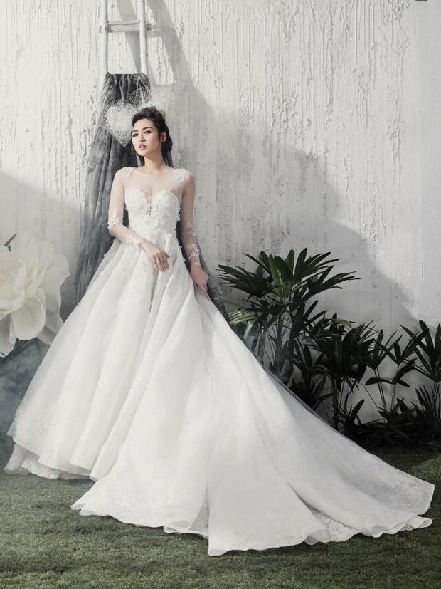 Sở hữu gương mặt cân đối, thiện cảm, cô thường được các thương hiệu váy cưới mời làm mẫu cho các BST mới.