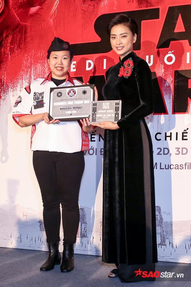 Ngô Thanh Vân đón nhận từ Quân đoàn 501.