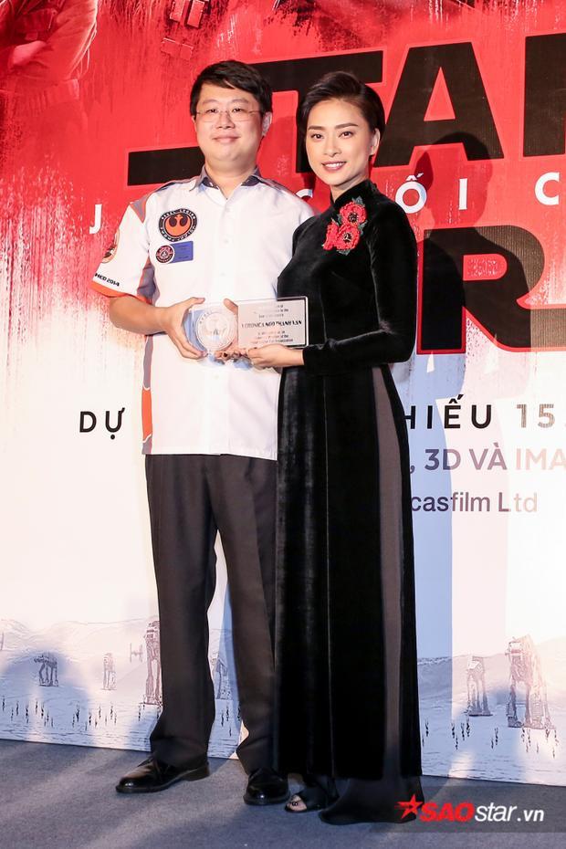 Ngô Thanh Vân nhận chứng nhận thứ 2.