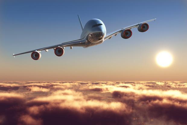Một số phi công cho biết các tín hiệu di động có thể gây nhiễu hệ thống âm thanh trên máy bay, chặn sóng radio trong 1-2 giây và gây khó khăn trong tương tác giữa phi công và trạm kiểm soát không lưu.