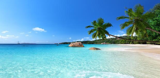 Thiên đường thuần khiết với cát trắng, nước biển màu xanh ngọc bích và …