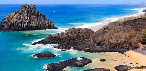 Bãi biển đẹp nhất mà bạn có thể tưởng tượng không nơi đâu khác ngoài Baia Dos Porcos.