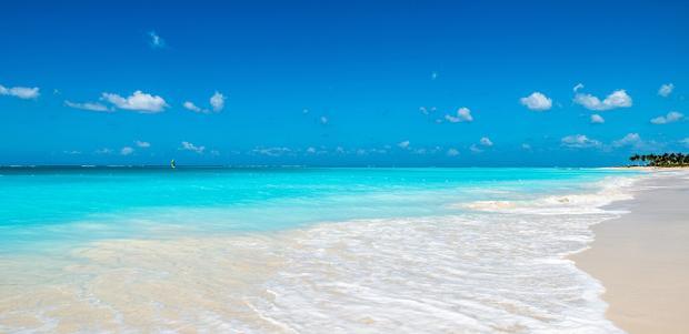 Bãi biển vịnh Grace ở quần đảo Turks và Caicos đạt điểm tuyệt đối về vẻ hoang sơ quyến rũ, chất lượng cát và nước, chiếm 8 điểm về khoảng cách địa lý.