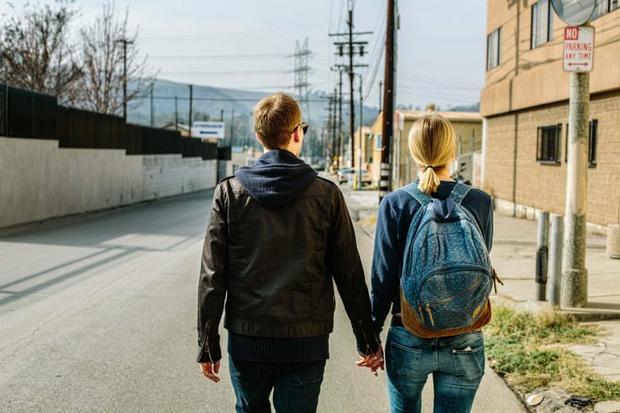 """Những cặp đôi có tính cách trái ngược thường hấp dẫn nhau, tuy nhiên, những cặp đôi này khi đi du lịch cùng nhau lại dễ dàng xảy ra """"chiến tranh lạnh"""" nhất. - (Ảnh minh họa )."""
